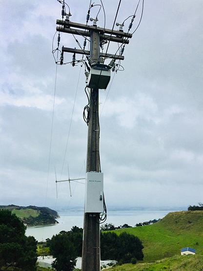 Figura 1 - Instalação na NZ de um Sistema de Controle RC10-200 em um Religador OSM
