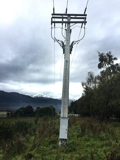 Instalação de um religador OSM NOJA Power após um terremoto, lado do controle