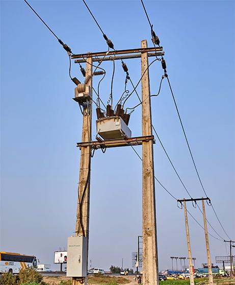 Instalação da Ikeja Electric do religador OSM NOJA Power, usando um arranjo H-Pole