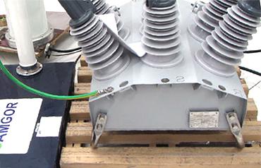 Condição de teste 1 - Descarga aplicada diretamente no local de fixação do supressor de surto