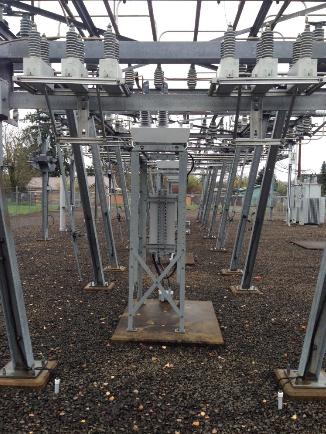 Figura 1 – Arranjo de Montagem em Subestação do Religador OSM da NOJA Power, em Eugene, Oregon, EUA.