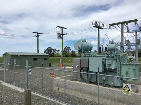 Religador da NOJA Power instalado em subestação da Network Waitaki Duntroon (parte traseira da subestação)