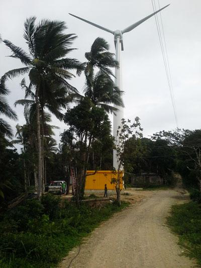 A turbina eólica de 300kW em Romblon, nas Filipinas